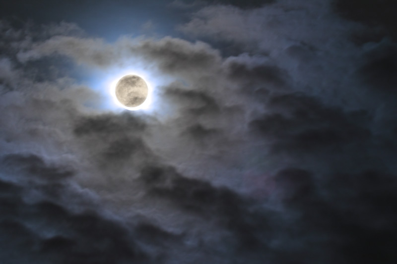 new-moon-and-clouds.jpg
