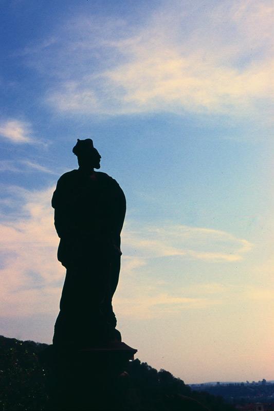 statue-horizon.jpg